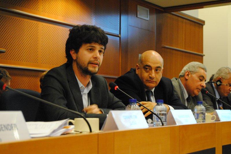 Tirocini retribuiti nelle istituzioni europee lo chiedono for Lavorare in parlamento